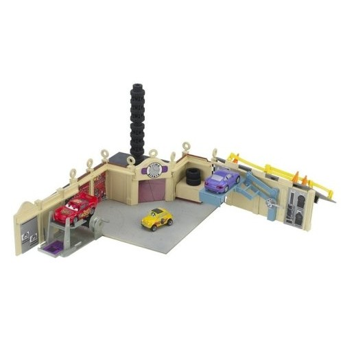 Cars Luigi's Cassa Della Tires Playset
