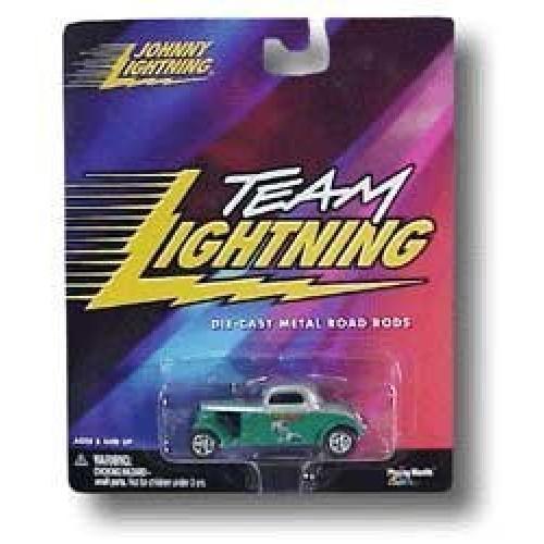 Playing Mantis The Three Stooges – Larry – Johnny Lightning Team Lightning 1/64 Die-Cast