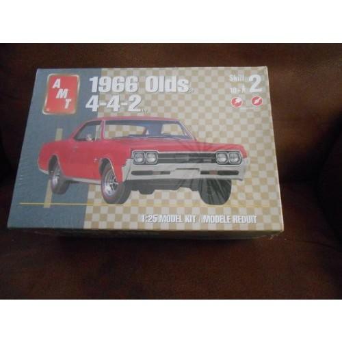 AMT ERTL '66 OLDS 442 W30 MODEL CAR KIT 100+ Piece 1:25 Scale 2