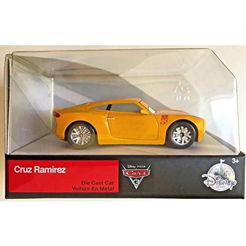 Pixar Disney Cars 1:43 Scale die-cast Cruz Ramirez