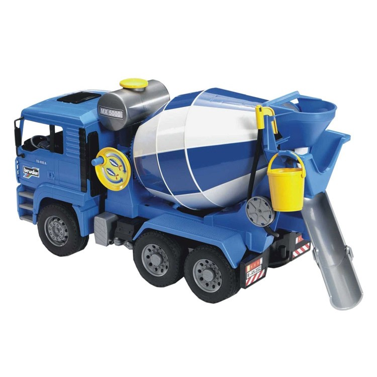 bruder man cement mixer toy truck educational toys planet. Black Bedroom Furniture Sets. Home Design Ideas